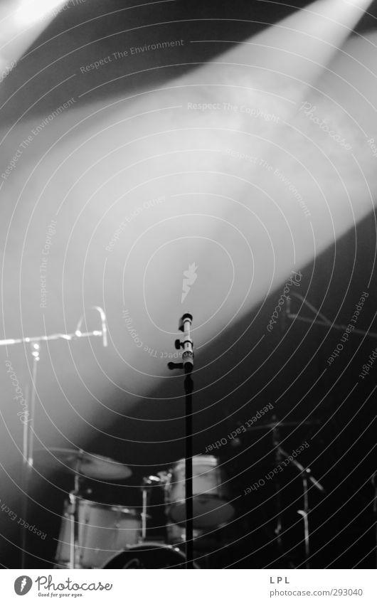 die Bühne ist bereit für Dich! Musik Beginn ästhetisch einzigartig Konzentration Konzert Band Erwartung Mikrofon Bühnenbeleuchtung Musiker Entertainment Sänger