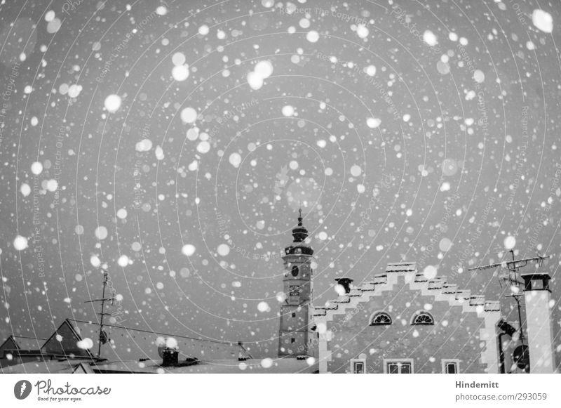 LOKALKOLORIT   Stadt mit D. weiß ruhig Wolken Haus Winter dunkel kalt Wand Schnee Mauer Stimmung Schneefall Wetter Klima nass Kirche