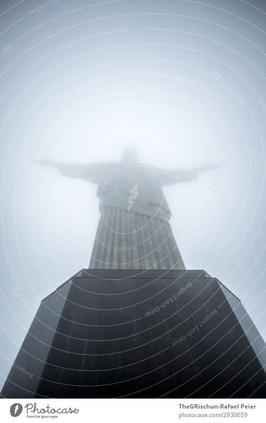 Christ the Redeemer Stadt blau grau schwarz silber weiß Christentum Jesus Christus Statue Rio de Janeiro Sockel Stein warten Wahrzeichen Brasilien Farbfoto