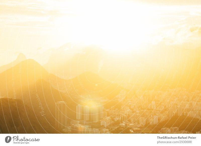 Rio Sunset Natur Landschaft gelb gold schwarz weiß Sonnenuntergang Rio de Janeiro Wolken Stadt Hochhaus Berge u. Gebirge Gegenlicht Kontrast Brasilien