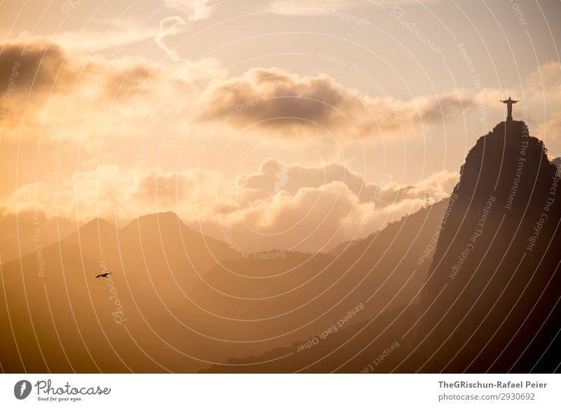 Rio Sunset Stadt gelb gold grau schwarz weiß Rio de Janeiro Brasilien Statue Vogel Berge u. Gebirge Wolken Sonnenuntergang Licht Gegenlicht Farbfoto
