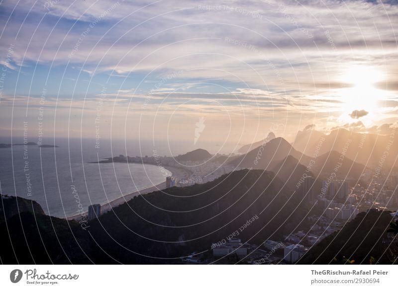 Rio Sunset Umwelt Natur Landschaft blau gelb gold schwarz weiß Hügel Rio de Janeiro Strand Ipanema Haus Hochhaus Meer Brasilien Gegenlicht Wolken