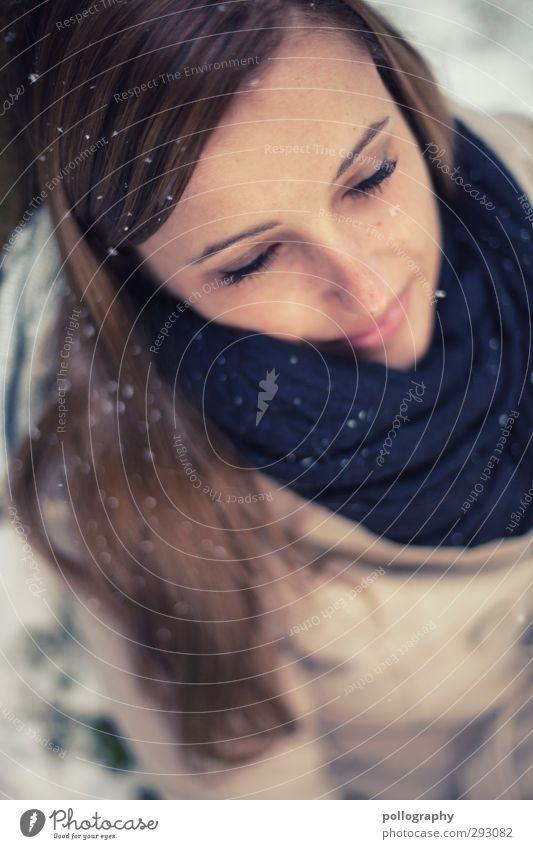 winerdream Mensch feminin Junge Frau Jugendliche Erwachsene Leben 1 18-30 Jahre Winter Baum Jacke Schal Haare & Frisuren brünett Gefühle Stimmung Freude Glück