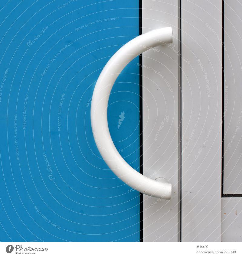 C Tür blau Griff geschlossen Eingangstür Farbfoto Außenaufnahme Nahaufnahme Menschenleer Textfreiraum links
