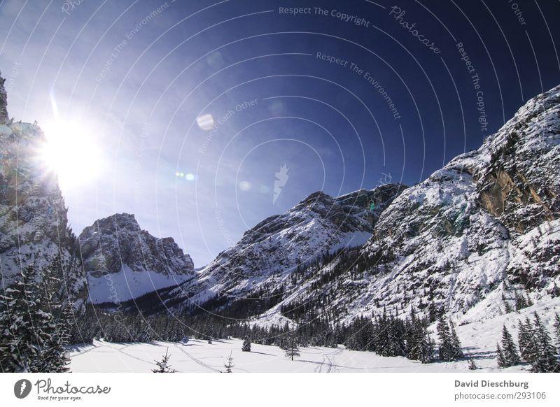 Ins Tal scheinen Himmel blau Ferien & Urlaub & Reisen weiß Baum Landschaft Wolken Winter schwarz Erholung Wald Ferne Berge u. Gebirge Schnee Felsen Eis
