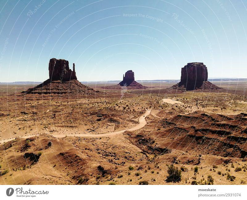 Monument Valley Umwelt Natur Landschaft Urelemente Erde Sand Himmel Wolkenloser Himmel Sommer Schönes Wetter Wärme Dürre Sträucher Felsen Berge u. Gebirge