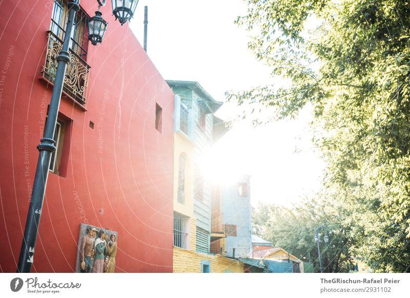 Sonnenuntergang Kleinstadt blau grün rot Gegenlicht Baum La Boca Stadtteil Buenos Aires Argentinien Farbfoto Menschenleer Dämmerung Licht Sonnenstrahlen