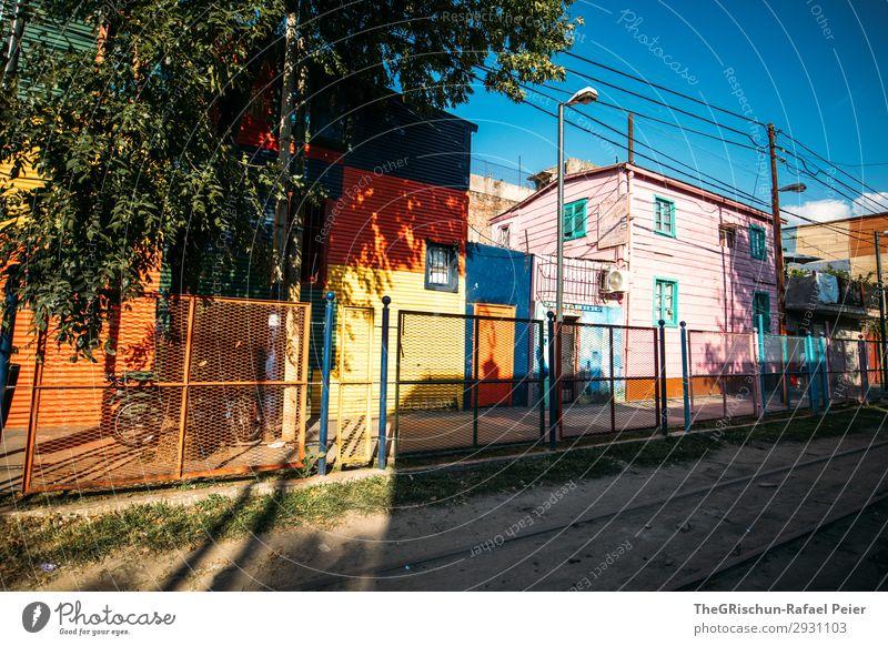 La Boca Stadt blau mehrfarbig gelb violett orange rot weiß Haus Stadtteil Tourismus Himmel Argentinien Buenos Aires Farbfoto Außenaufnahme Menschenleer Abend