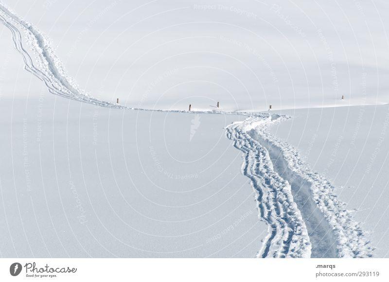 Ein weiter Weg Natur schön weiß Landschaft Winter Ferne Berge u. Gebirge Schnee Wege & Pfade Stil hell wandern Schönes Wetter Zukunft Ausflug Ziel