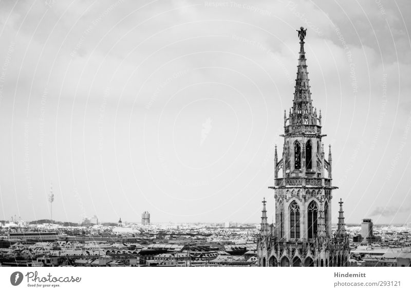 LOKALKOLORIT | Immer noch ohne Glockenspiel alt Stadt Wolken Haus Architektur Wetter groß hoch modern Tourismus Hochhaus ästhetisch Dach Turm einzigartig