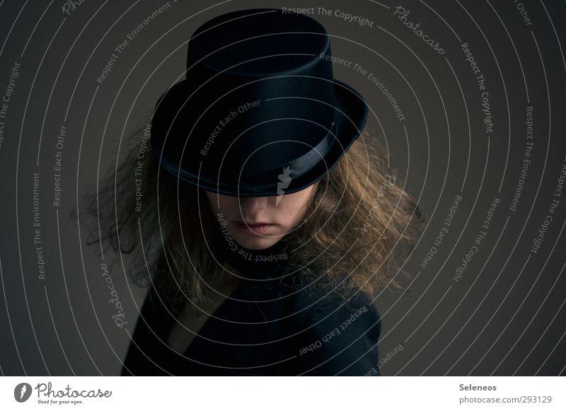 Hutmacher Nachtleben Entertainment ausgehen Karneval Mensch feminin Frau Erwachsene Haare & Frisuren 1 Mode Bekleidung Anzug Zylinder dunkel verdeckt verkleidet