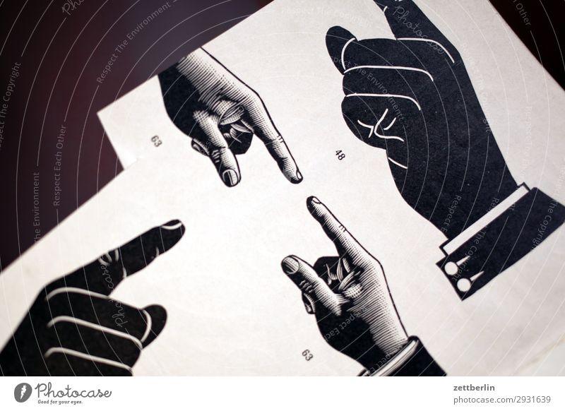 Zeigefinger Hand Finger zeigen Orientierung Suche Navigation Widerspruch Richtung Wegweiser antik Bleisatzkasten Druck Druckerei Designer gestalten