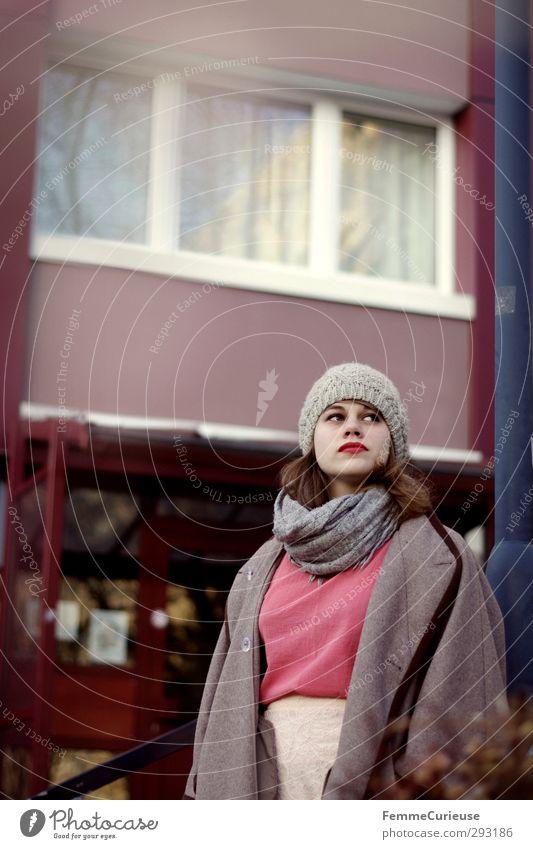 Très chic. Frau Jugendliche Stadt schön Wolken Junge Frau Erwachsene Fenster feminin 18-30 Jahre Stil nachdenklich elegant warten beobachten Student