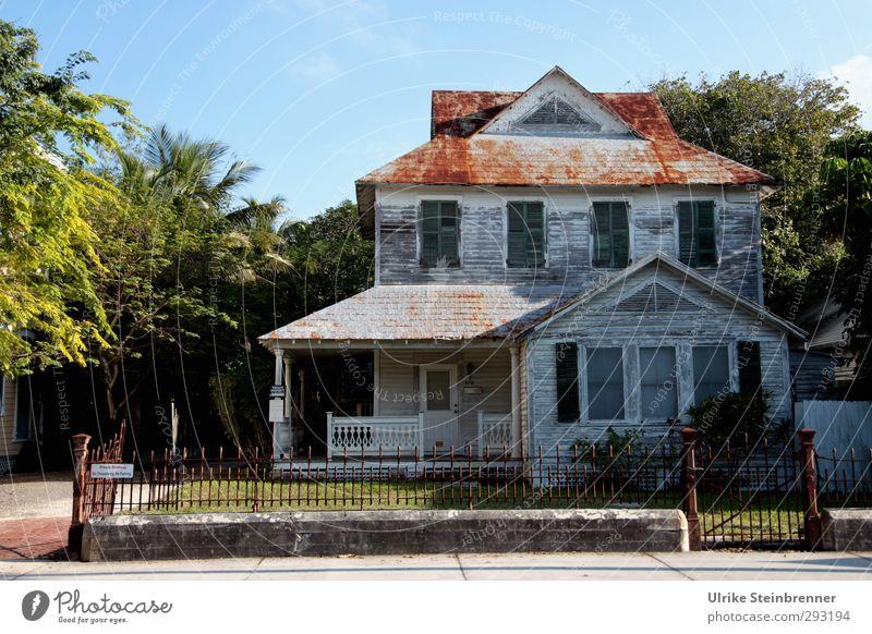 Antiquitäten - Restposten Frühling Baum Gras Sträucher Garten Key West Amerika Hafenstadt Altstadt Einfamilienhaus Traumhaus Hütte Tor Bauwerk Gebäude