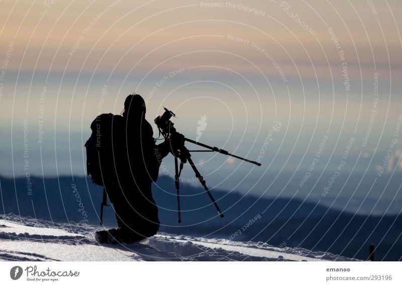 Schneefotograf Mensch Himmel Natur Mann Ferien & Urlaub & Reisen Freude Landschaft Winter Erwachsene Berge u. Gebirge kalt Eis Wetter Klima laufen