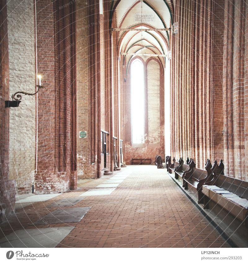+ Wismar Kirche Bauwerk Gebäude Sehenswürdigkeit Schutz Hoffnung Glaube Religion & Glaube Gott Gotteshäuser Gebet Kirchenfenster Kirchenbank historisch