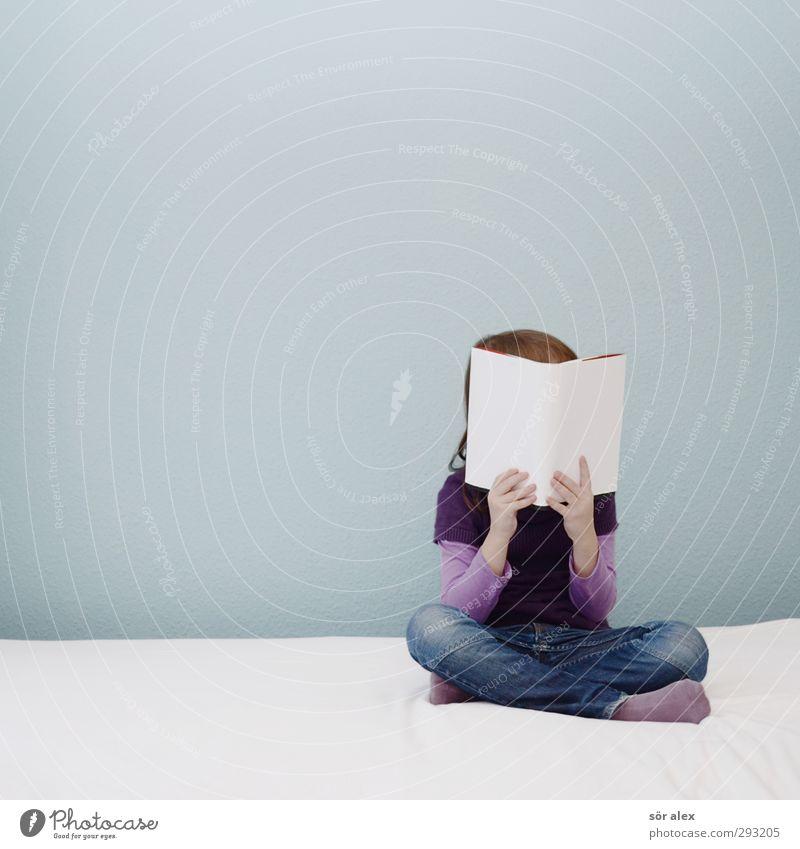 lesen lernen Kindererziehung Bildung Wissenschaften Kindergarten Schule Schulkind Schüler Mensch feminin Kleinkind Mädchen Kindheit Leben 1 Buch Einschulung