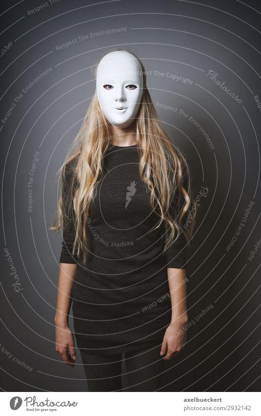 mysteriöse Frau mit Maske Mensch Jugendliche Junge Frau dunkel 18-30 Jahre Erwachsene feminin außergewöhnlich blond stehen bedrohlich Karneval gruselig