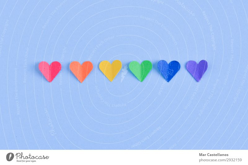 Herzensreihe mit GAY Stolz-Flaggenfarben. Freiheit Feste & Feiern Homosexualität Frau Erwachsene Mann Paar Papier Fahne Liebe Sex blau gelb grün violett orange
