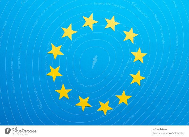 Kreis aus gelben Papiersternen Zeichen Arbeit & Erwerbstätigkeit beobachten blau Fahne Stern (Symbol) Europafahne 12 Bündnis Gesellschaft (Soziologie) Farbfoto