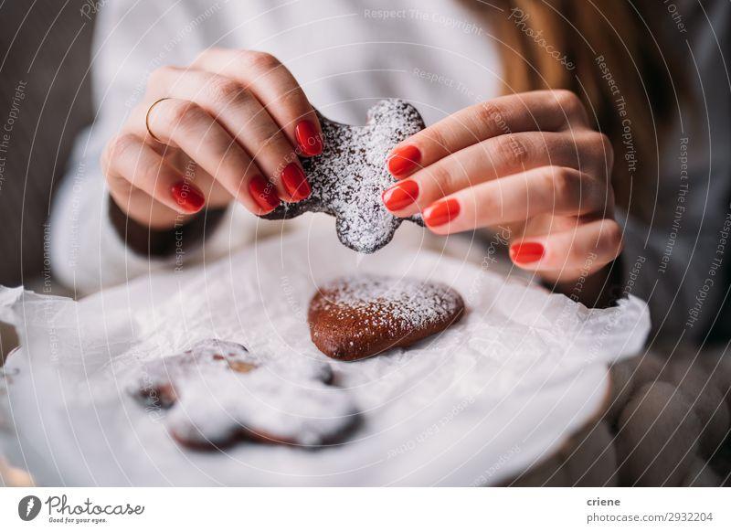 Frau Mensch Weihnachten & Advent Hand Winter Erwachsene Feste & Feiern braun Dekoration & Verzierung Geschenk Backwaren neu Dessert festlich Plätzchen gebastelt