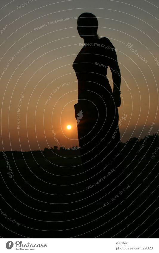 Girl in the Sun #1 Sonnenuntergang Frau dunkel Schatten Himmel