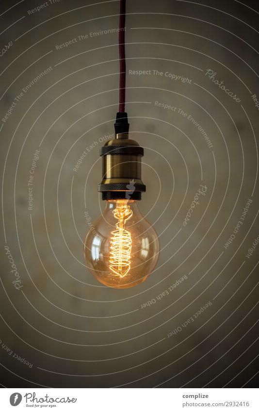 Vintage Glühirne vor Patina Wand Lifestyle Häusliches Leben Wohnung Hausbau Renovieren Umzug (Wohnungswechsel) einrichten Innenarchitektur
