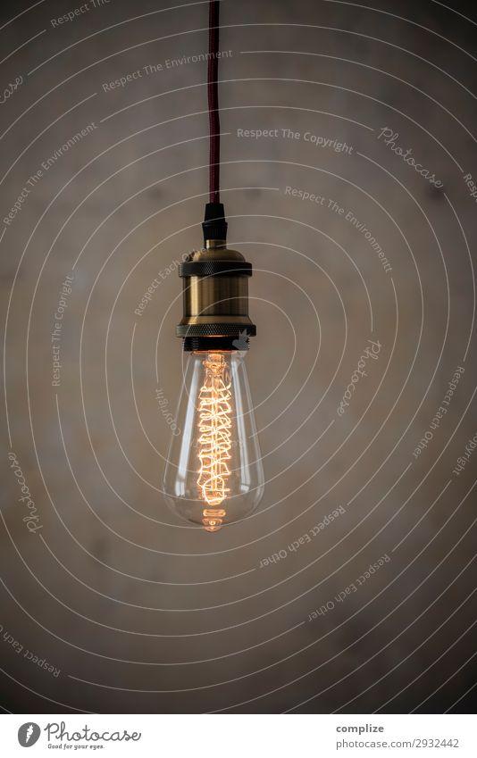 Vintage Edison Glühbirne vor Patina Wand Lifestyle Innenarchitektur Beleuchtung Party Lampe Häusliches Leben Design Wohnung Freizeit & Hobby