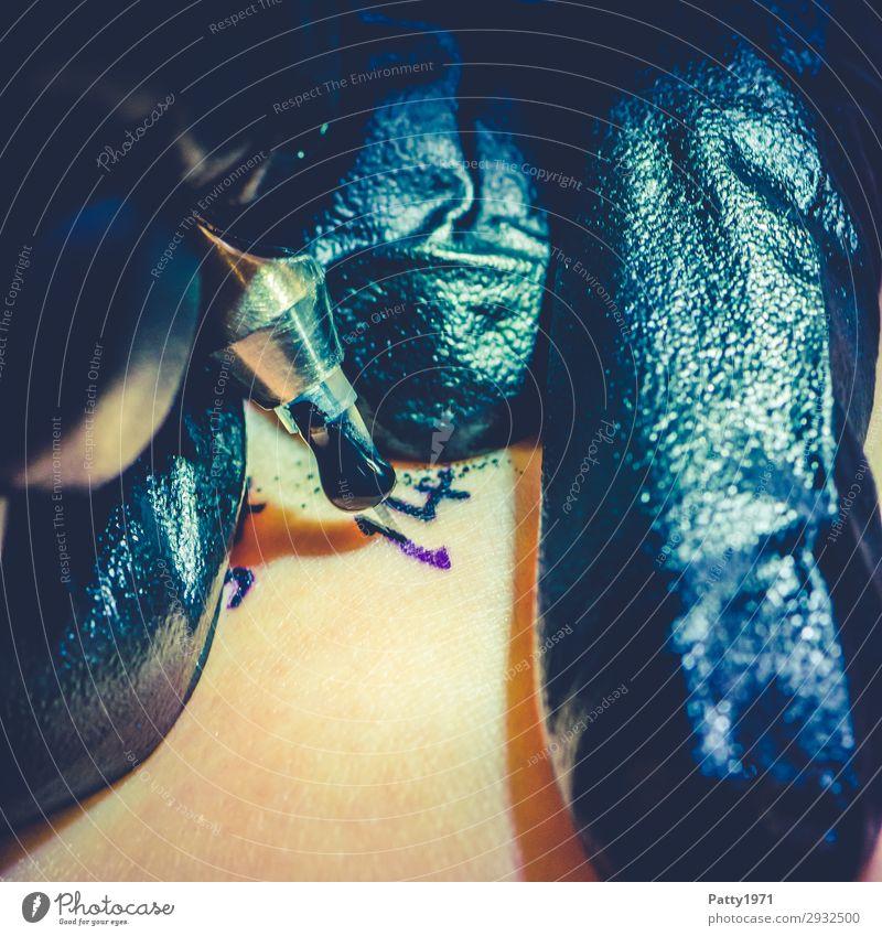 Tattoo Lifestyle schön Haut Arbeit & Erwerbstätigkeit Beruf Handwerker Tätowierer Kunst Künstler Nadel Tätowiernadel trendy einzigartig Spitze selbstbewußt