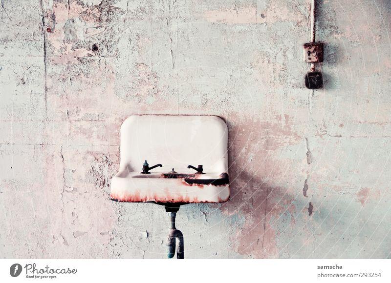 back in time Renovieren Umzug (Wohnungswechsel) Innenarchitektur Bad Mauer Wand Fassade Rost alt dreckig hässlich trashig Senior Körperpflege Lavabo