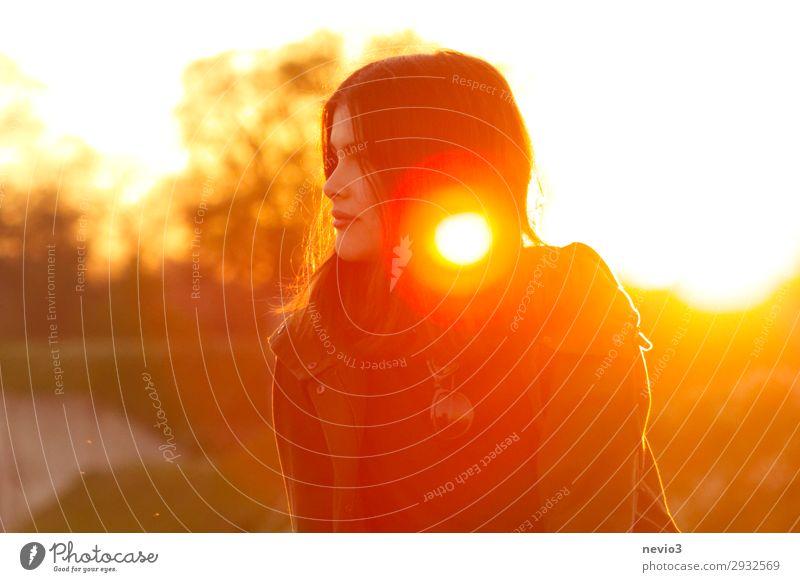 Sommergefühle Frau Mensch Natur Jugendliche Junge Frau schön Landschaft 18-30 Jahre Erwachsene gelb natürlich feminin Mode 13-18 Jahre gold