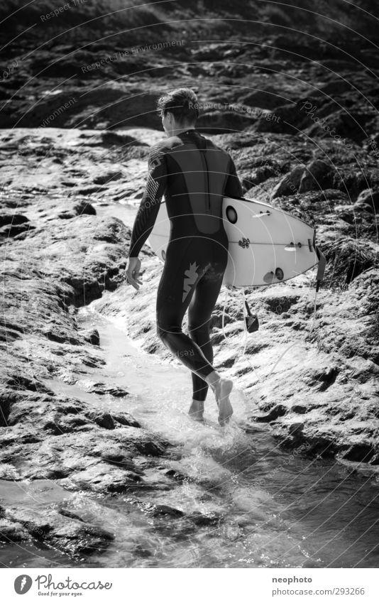 Auf zur Quelle. Lifestyle Freizeit & Hobby Ferien & Urlaub & Reisen Abenteuer Meer Wellen Sport Wassersport Surfen Surfbrett Mensch maskulin Mann Erwachsene 1