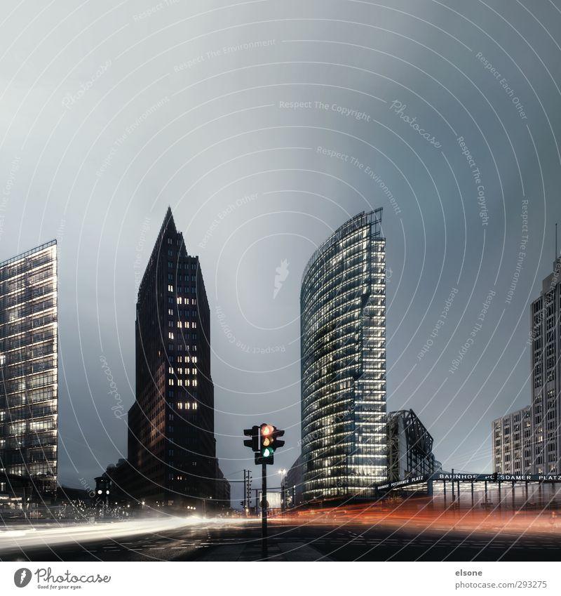 Potsdamer Platz Architektur Hauptstadt Stadtzentrum Skyline Hochhaus Bankgebäude Verkehr Straßenverkehr Fußgänger Bewegung Erfolg Berlin Verkehrsknoten