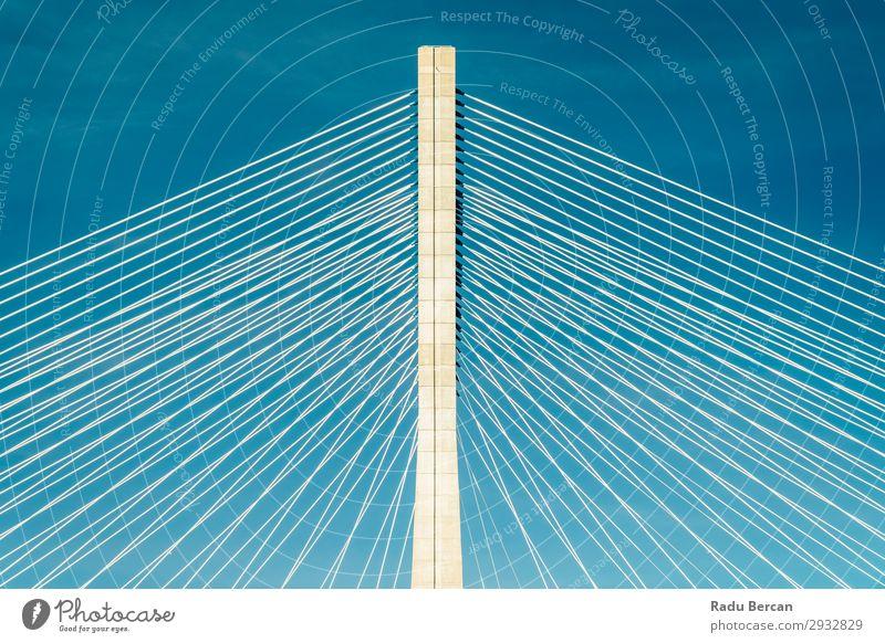 Architektonische Details der 25 de Abril Brücke (25. April Brücke) in Lissabon Portugal Strukturen & Formen Verkehr PKW rot abrupt Aussicht Fluss Architektur