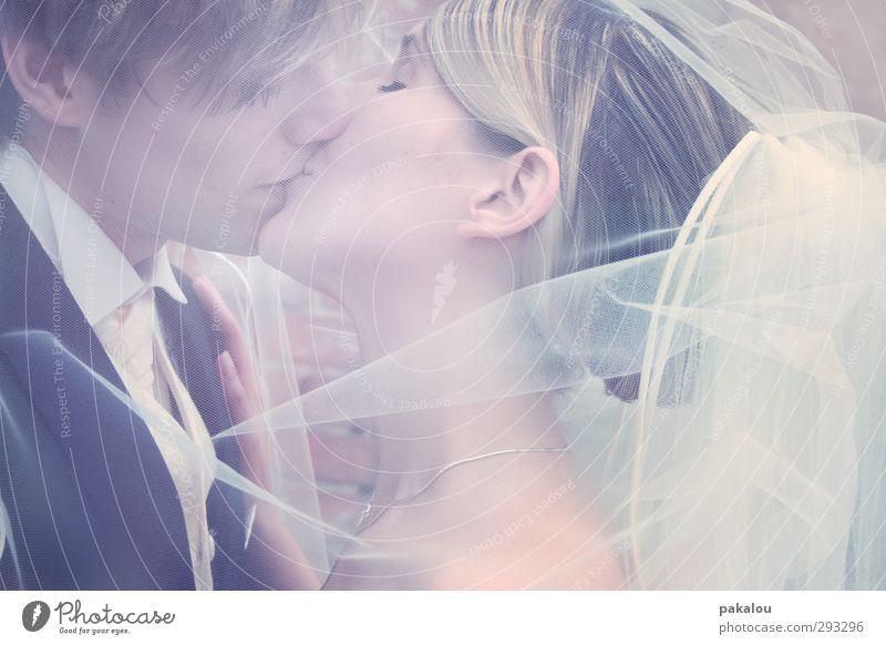 YES <3 Mensch maskulin feminin Paar Partner Kopf Haare & Frisuren 2 18-30 Jahre Jugendliche Erwachsene Brautschleier blond Küssen authentisch Glück rosa weiß