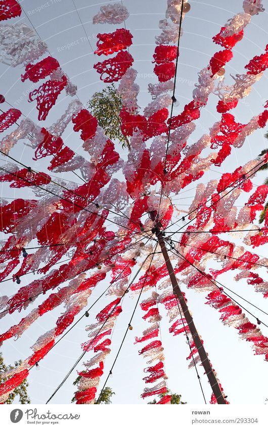 Party! Himmel weiß Sommer rot Spielen lustig Freiheit Glück Feste & Feiern Dekoration & Verzierung Papier Netz Fahne Decke Lichterkette