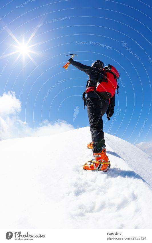 Mensch Himmel Ferien & Urlaub & Reisen Natur Mann blau Landschaft rot Sonne Einsamkeit Freude Winter Berge u. Gebirge schwarz Erwachsene Schnee