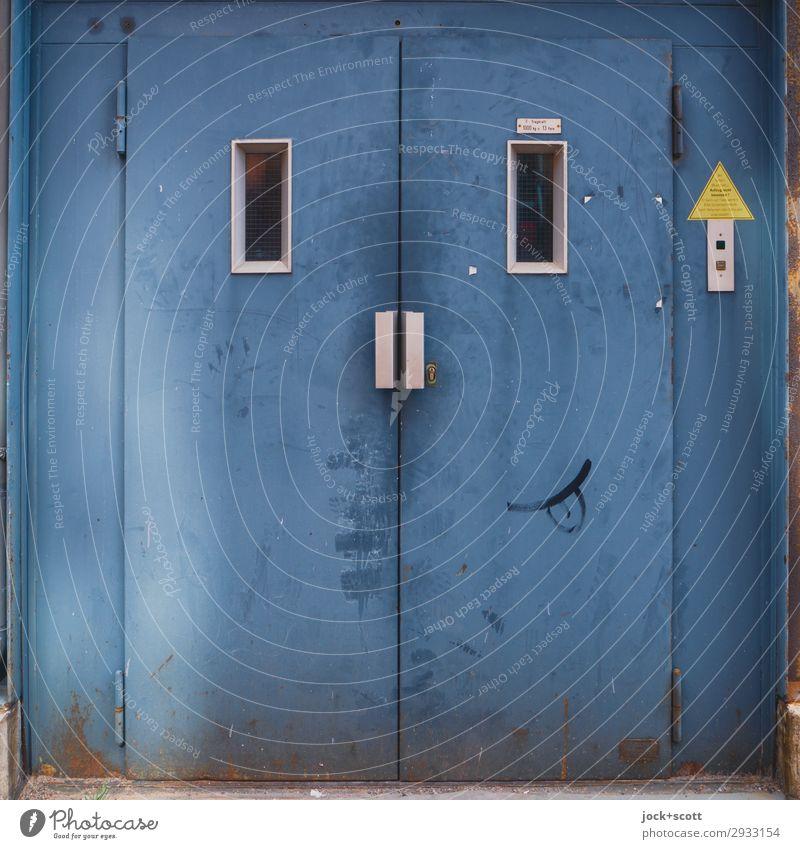 Lift dich glücklich mit Fahrstuhl Güterverkehr & Logistik Technik & Technologie Berlin-Mitte Metall Zeichen Graffiti Pfeil Smiley außergewöhnlich Coolness eckig