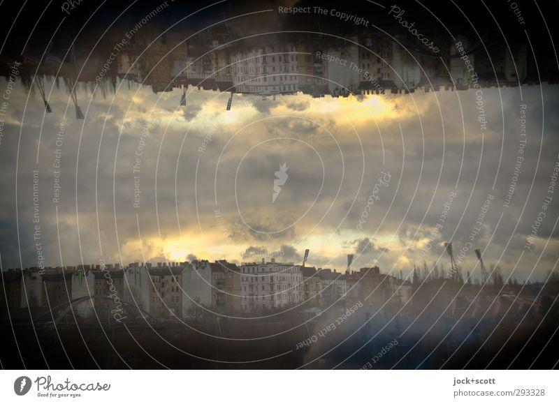 doppelt gemoppelt Himmel Stadt Wolken Haus dunkel Herbst Gebäude Horizont leuchten fantastisch unten Steg Irritation skurril Surrealismus Doppelbelichtung