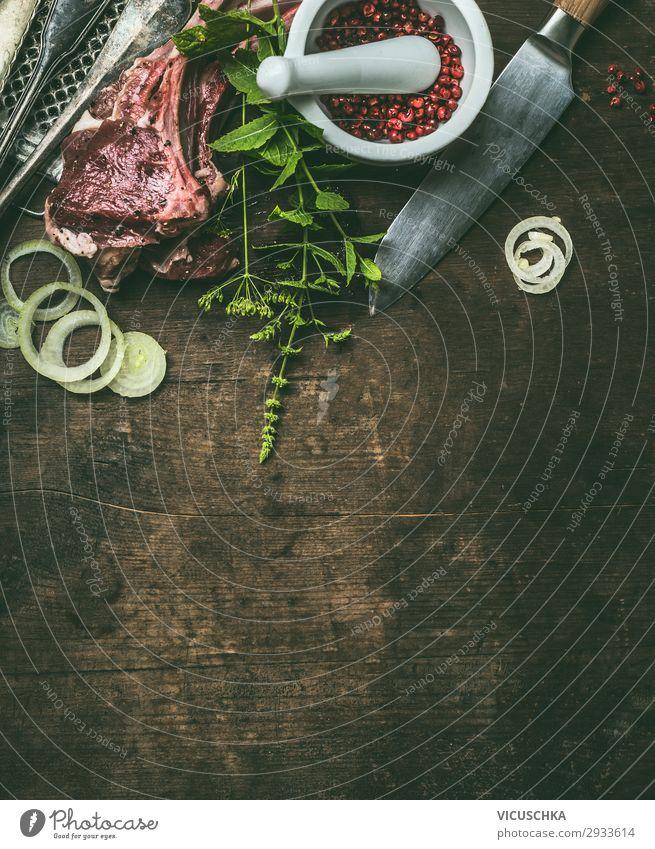 Lamm Fleisch für Grill mit frischen Kräuter Lebensmittel Kräuter & Gewürze Ernährung Picknick Bioprodukte Geschirr Messer Stil Design Tisch Restaurant