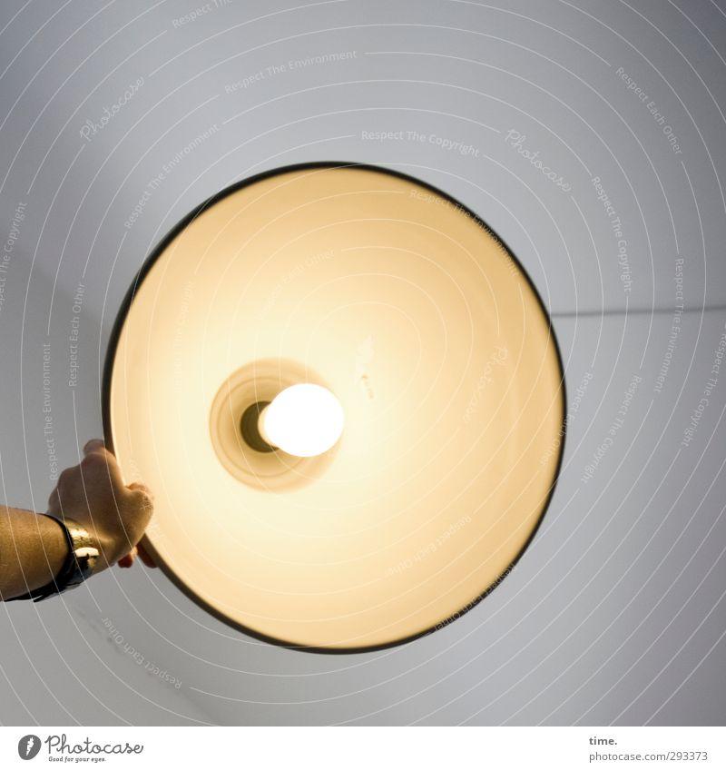 Scheinwerferin Lampe Uhr Raum Zimmerdecke Technik & Technologie Elektrizität Lampenschirm Lampenlicht Deckenlampe Glühbirne Hand leuchten heiß hell rund Design