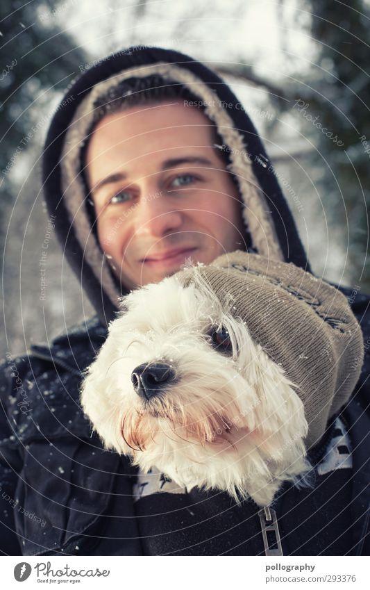Der beste Freund des Menschen (3) maskulin Junger Mann Jugendliche Erwachsene Leben Körper 1 18-30 Jahre Winter Schnee Schneefall Pullover Mütze Kapuze Tier