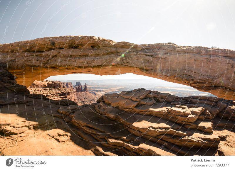 Mesa Arch Tourismus Ausflug Abenteuer Umwelt Natur Landschaft Wetter Schönes Wetter Farbfoto mehrfarbig Außenaufnahme Tag Panorama (Aussicht) Weitwinkel