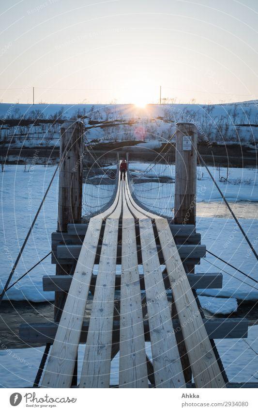 Exit Abenteuer Freiheit 1 Mensch Sonne Sonnenaufgang Sonnenuntergang Winter Eis Frost Fluss Norwegen Brücke Holz Erfolg Mut Leidenschaft Stress Entschlossenheit