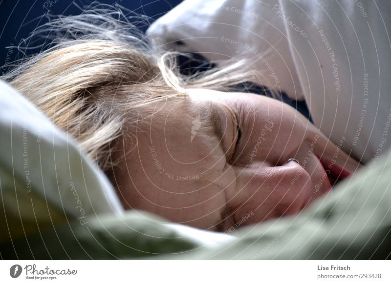 guten moooooooooorgen... Mensch Jugendliche Junge Frau Erholung ruhig 18-30 Jahre Erwachsene feminin Gesundheit Zeit Gesundheitswesen Kopf Häusliches Leben