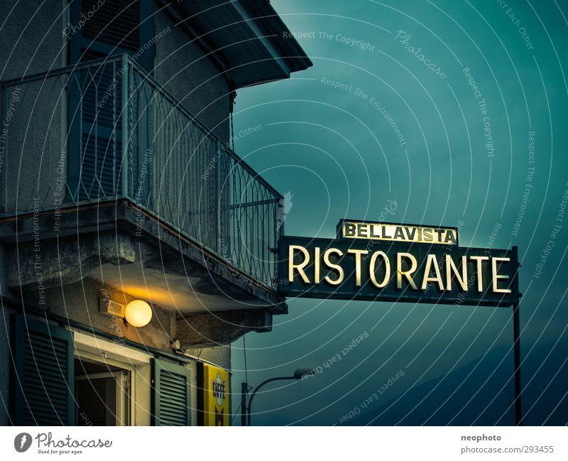 Ristorante Bellavista blau Haus gelb Fenster dunkel Tür Fassade Europa Dach Romantik Aussicht Italien Sehnsucht Balkon Restaurant Italienische Küche