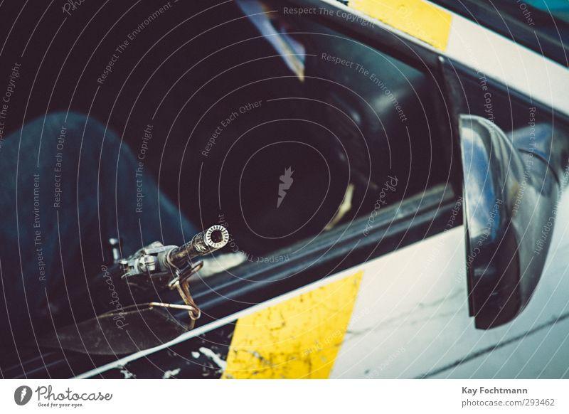 ° Mensch Mann Ferien & Urlaub & Reisen Erwachsene Ferne dunkel Beine PKW Arbeit & Erwerbstätigkeit Ordnung Verkehr gefährlich Abenteuer bedrohlich Sicherheit
