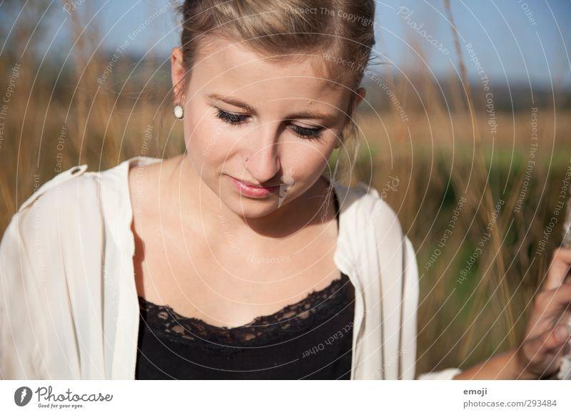 sunny day feminin Junge Frau Jugendliche Kopf 1 Mensch 18-30 Jahre Erwachsene Sonnenlicht Schönes Wetter schön Farbfoto Außenaufnahme Tag Schwache Tiefenschärfe