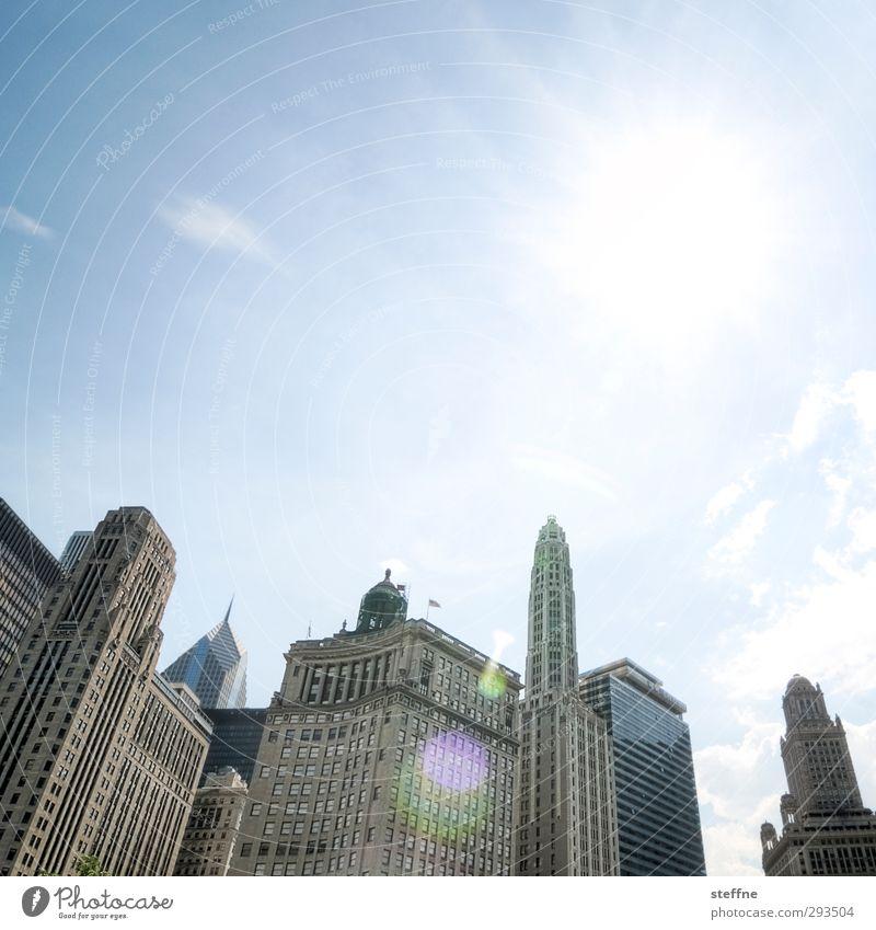 Gotham City bei Tag Wolkenloser Himmel Sonnenlicht Schönes Wetter Chicago USA Stadt Stadtzentrum Skyline überbevölkert Hochhaus ästhetisch batman dark knight