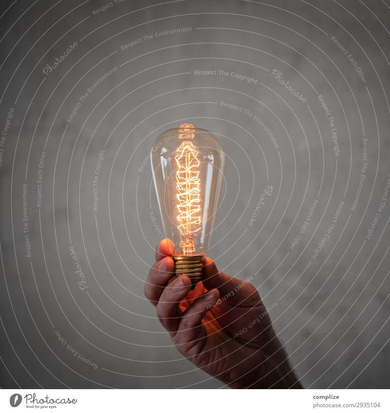 Gute Idee | Vintage Glühbirne in der Hand Lifestyle Stil Design Freizeit & Hobby Häusliches Leben Wohnung Innenarchitektur Lampe Nachtleben Party Musik Studium